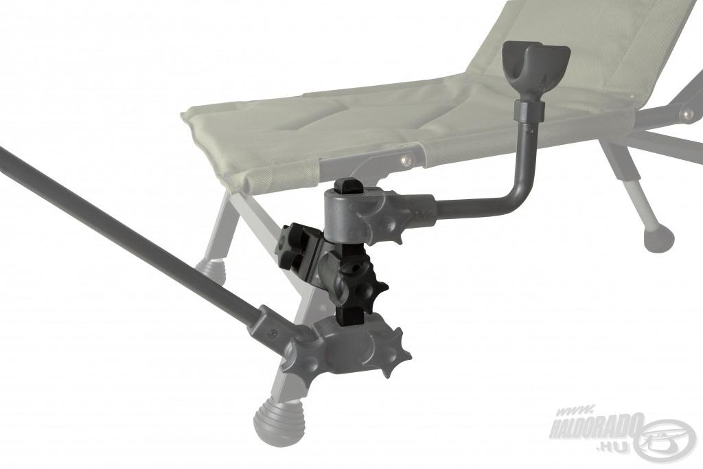 Egyszerre két fajta, pl. első és hátsó bottartó is szerelhető a szék egyik lábára