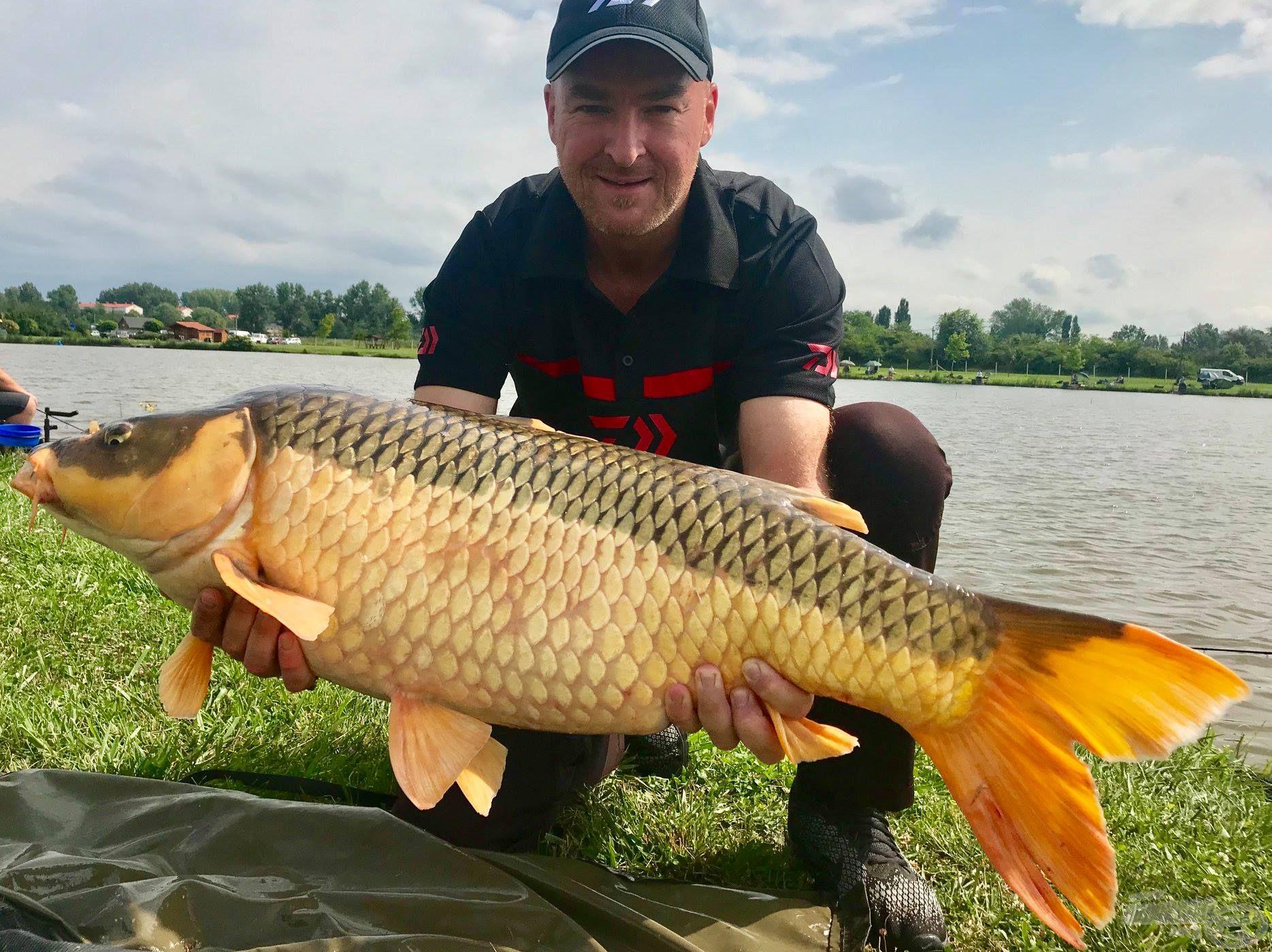 A forduló legnagyobb halát Rigó Péter fogta, ezúttal 13.310 grammot nyomott az Ezüst-tó kincse!