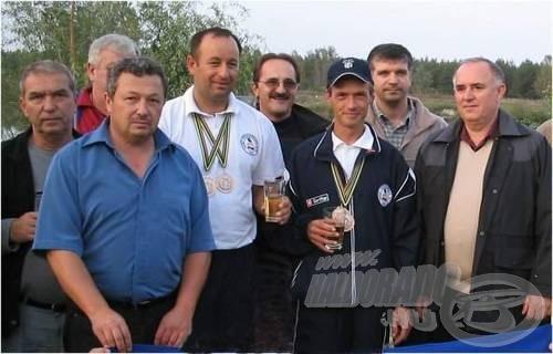A Tőzeg-tó partján a dupla világbajnokot  a barátok, horgásztársak és a polgármester fogadta