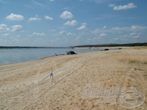 A Montargil-tó homokos és…