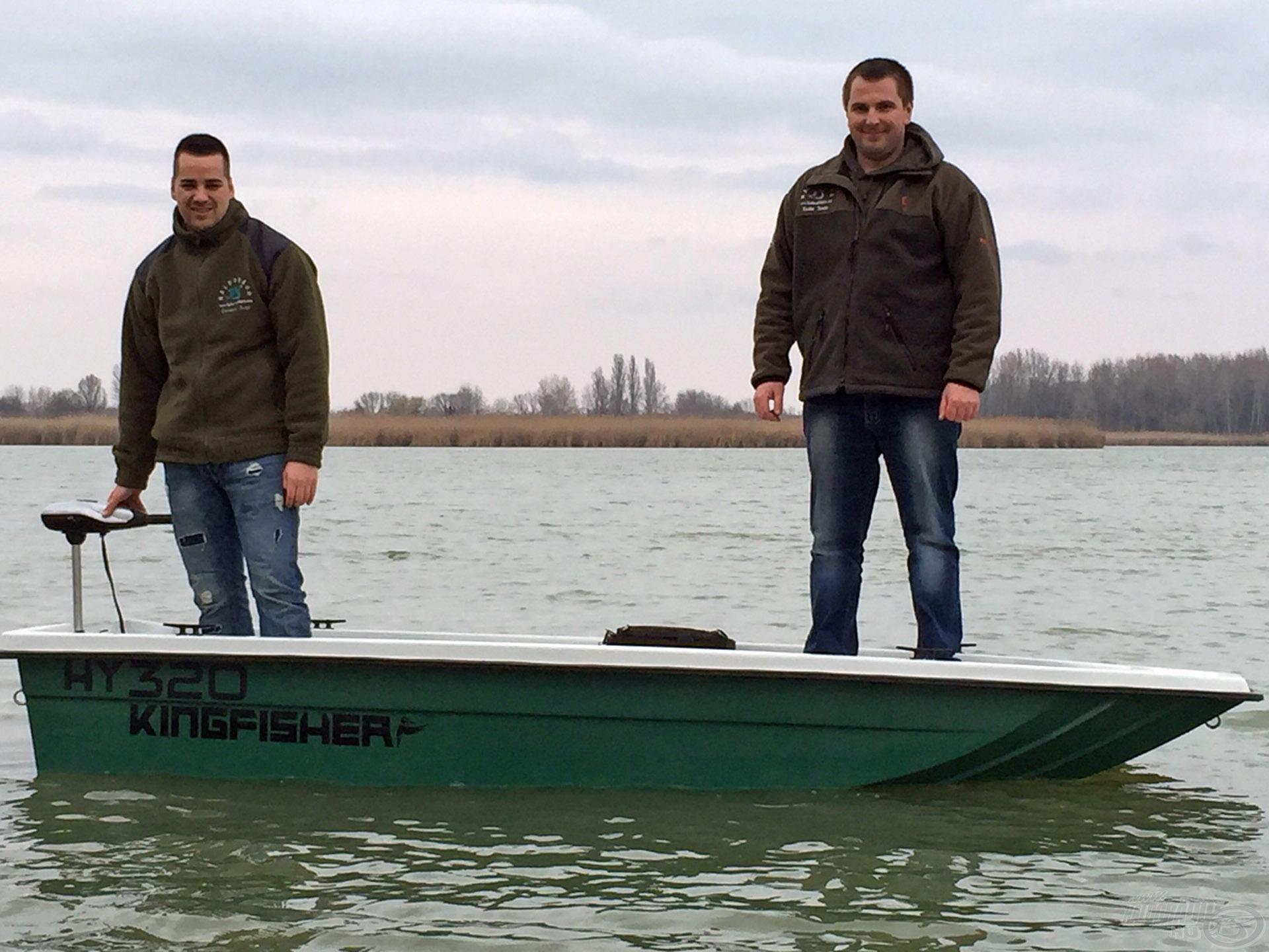 Két embernek kiváló könnyű csónak, melyre 8 lóerőig benzinmotor is tehető, ami a kis mérete miatt könnyedén tolja