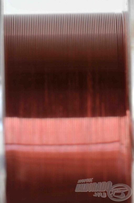 A professzionális gyári tekercselésnek köszönhetően az orsóra feltekert damilban nem marad csavarodás
