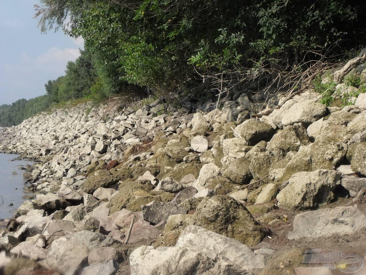 … egészen a kövezésig…