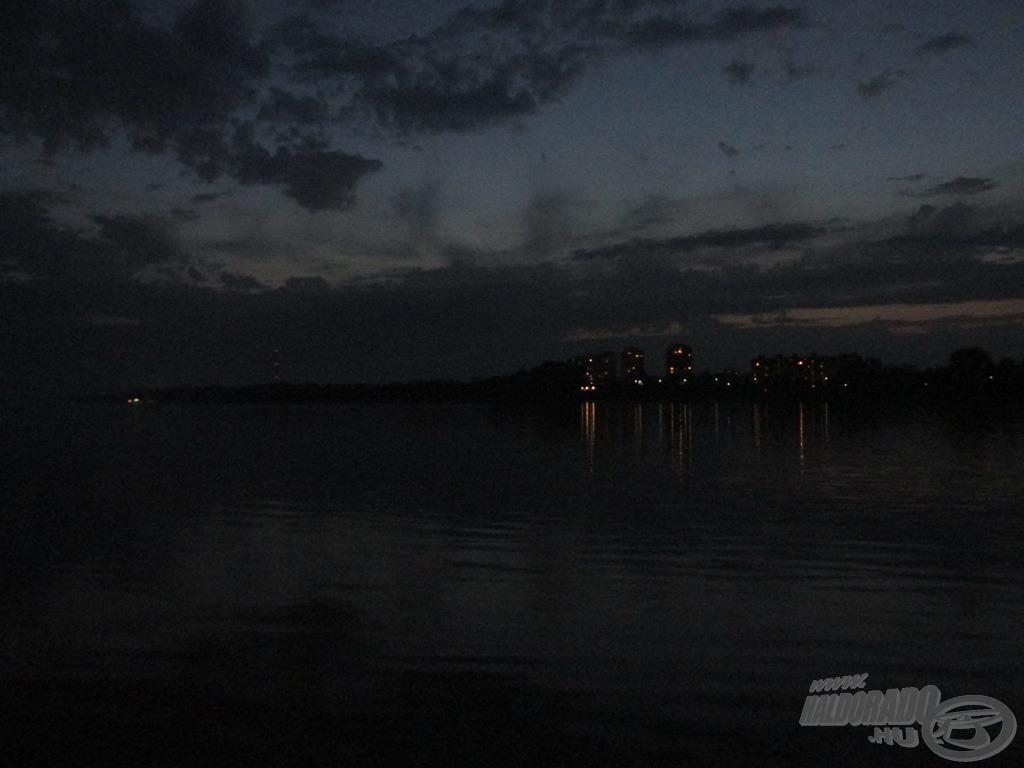 Éjjel titokzatosabb arcát mutatja a Duna