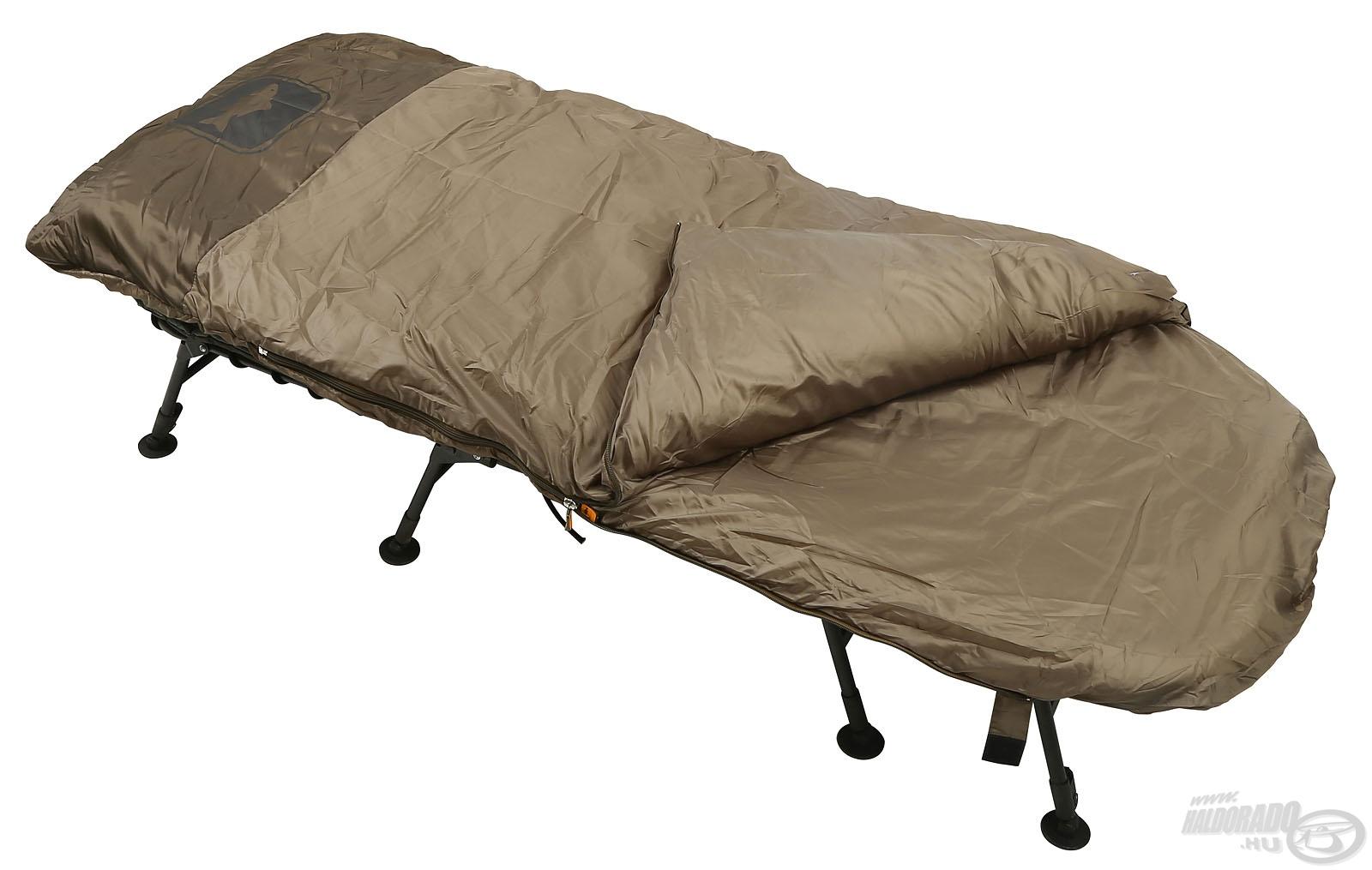 A leghidegebb téli napok kivételével bármikor jól használható külső takarójának köszönhetően
