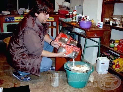 A bojli készítéseknél az alapanyagokat alaposan keverjük össze, szitán rostáljuk át