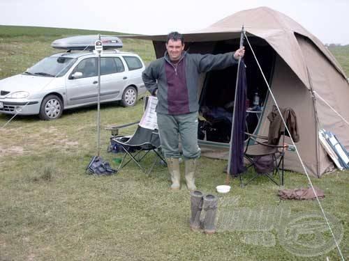 Az egyhetes horgászat során megfelelő kényelmet nyújtott a tározón bérelhető sátor