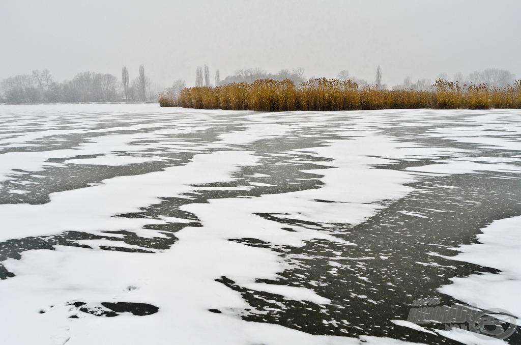 Hófúvás a téli tavon