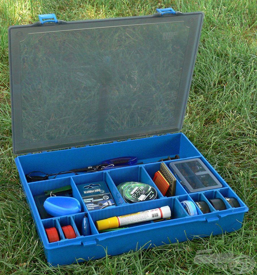 Íme, a By Döme TEAM FEEDER Komplett szerelékes doboz, amiben minden szükséges apróságnak jut hely