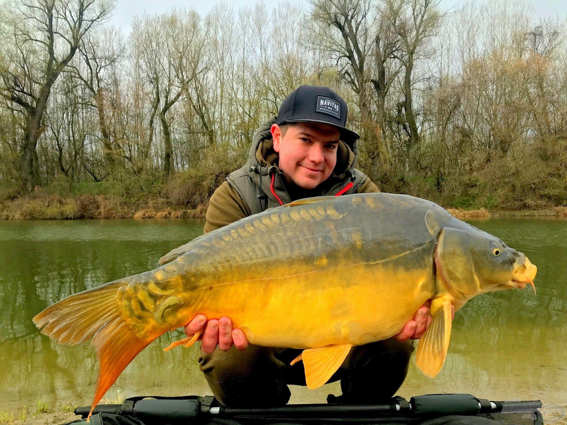 A Solti Kis-Dunán például ezt a szép halat köszönhettem neki