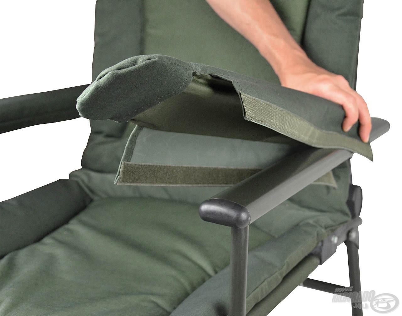 Plüss borítású, nagy terhelhetőségű fotel