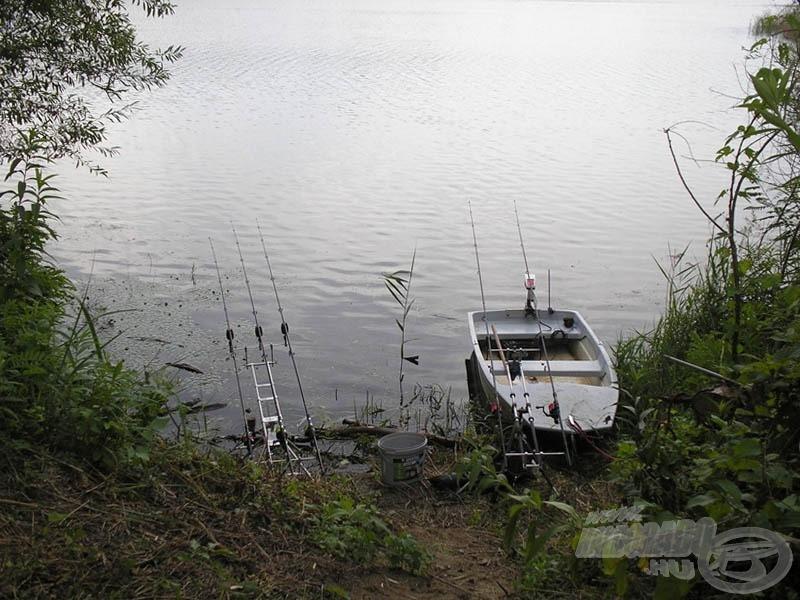 Egy júliusi bányatavi horgászatomon megtapasztalhattam a nyári csapadékok negatív hatását is: Az áradás teljesen keresztülhúzta a számításainkat, a halfogást is csaknem lehetetlenné tette