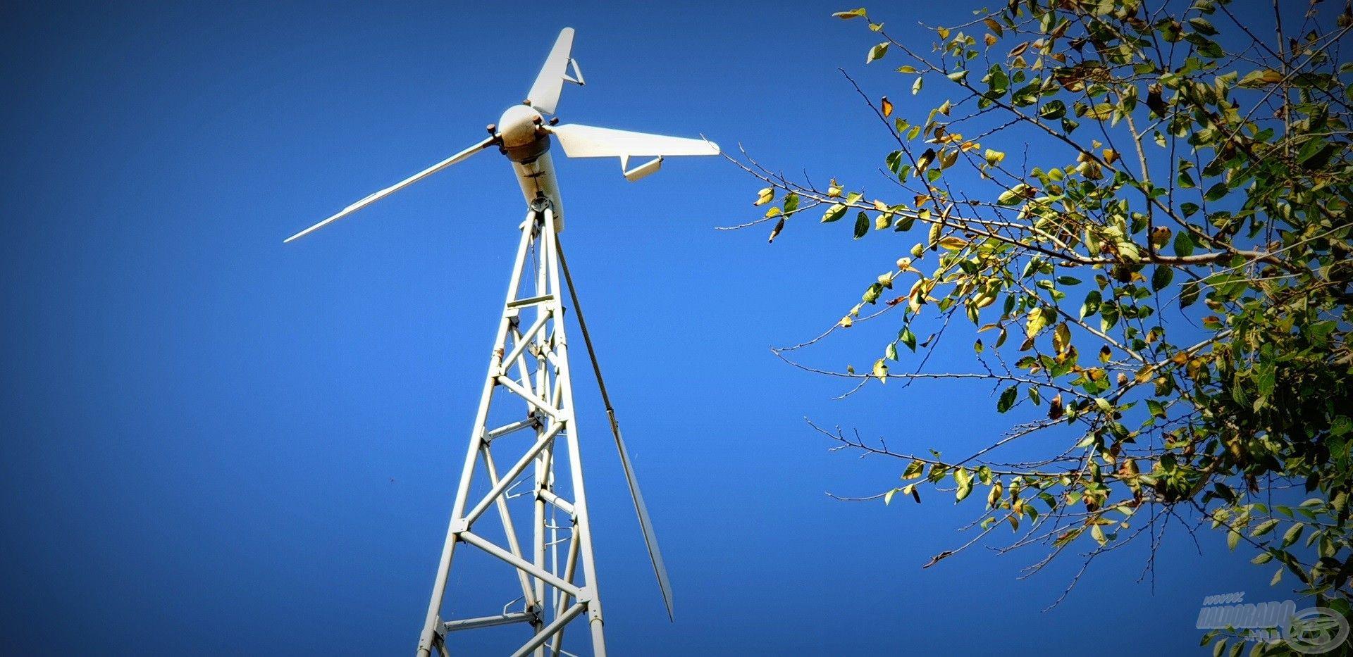 A tanyaépület áramellátását többek közt a szél…