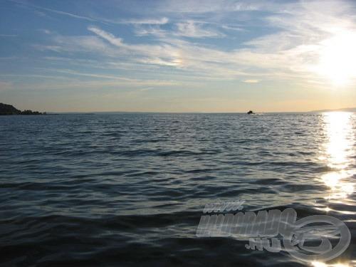 """A """"lötyögő"""", éppen csak hullámos víz általában az erős szelek megszűnésével alakul ki"""