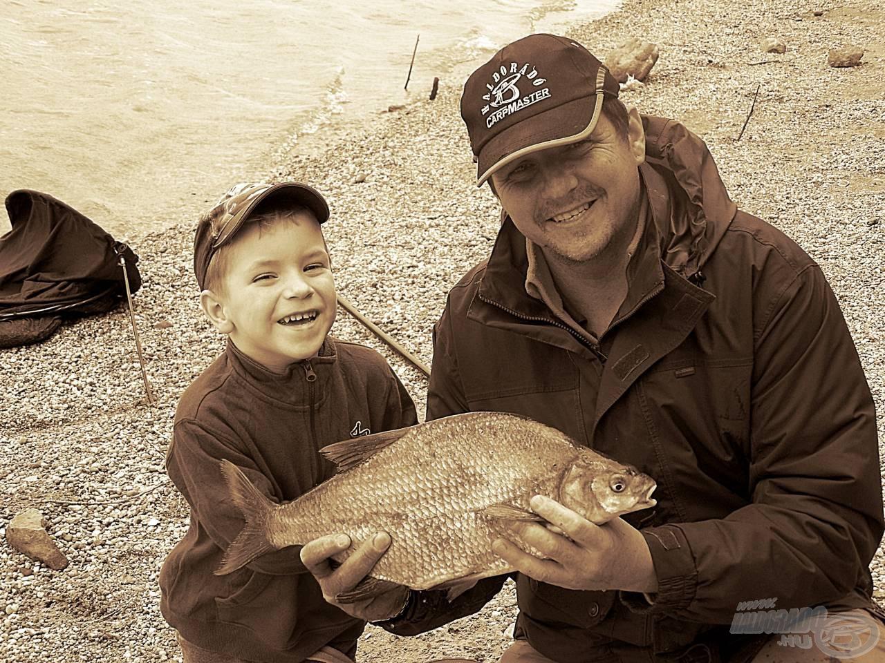 Halban gazdag, élményekben teljes horgászatot kívánunk mindenkinek ezzel az 1,88 kg-os dévérrel