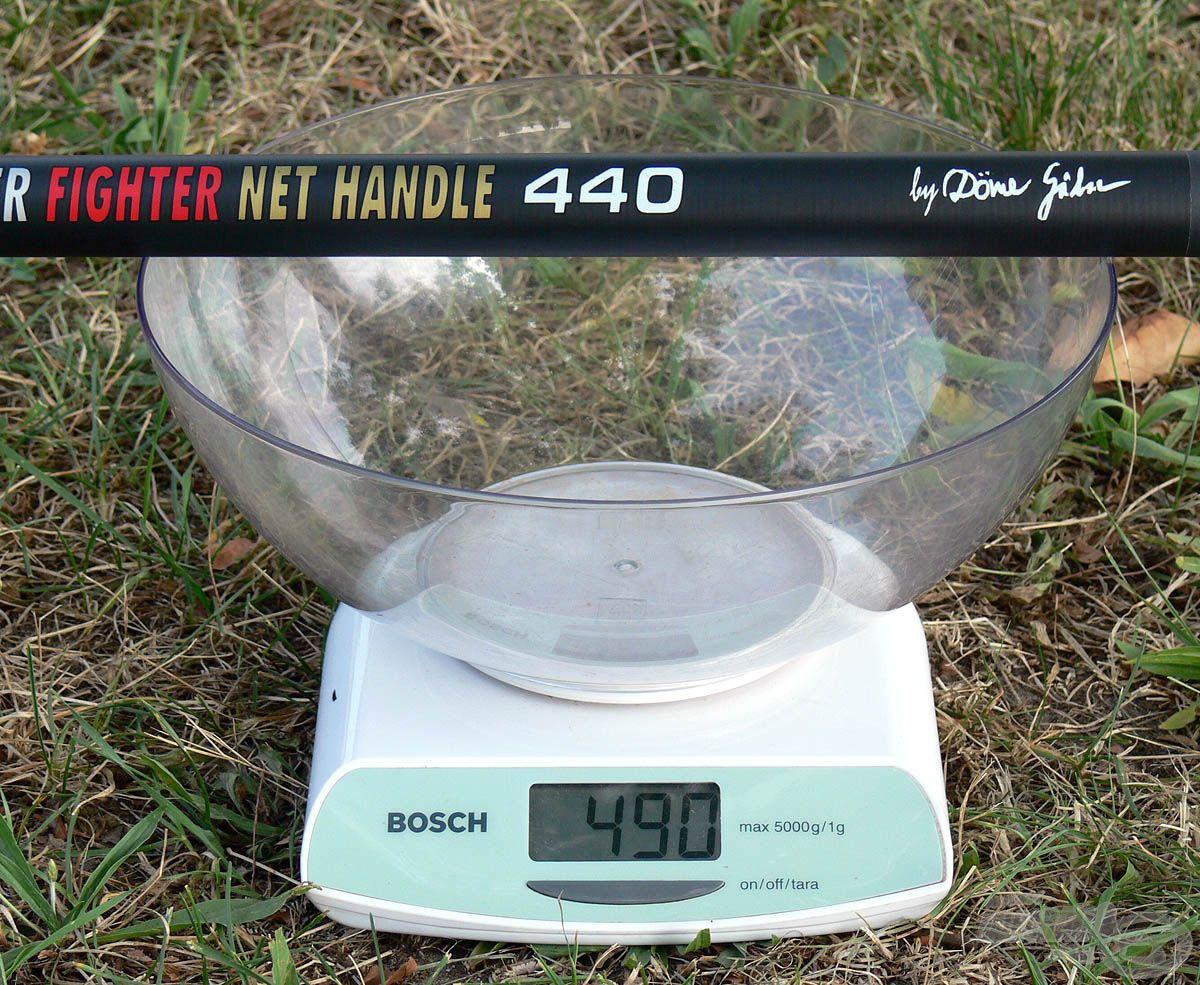 Fontos volt a kellemes és könnyen kezelhető súly elérése. A tekintélyes méret ellenére ez a nyél csupán 490 grammot nyom