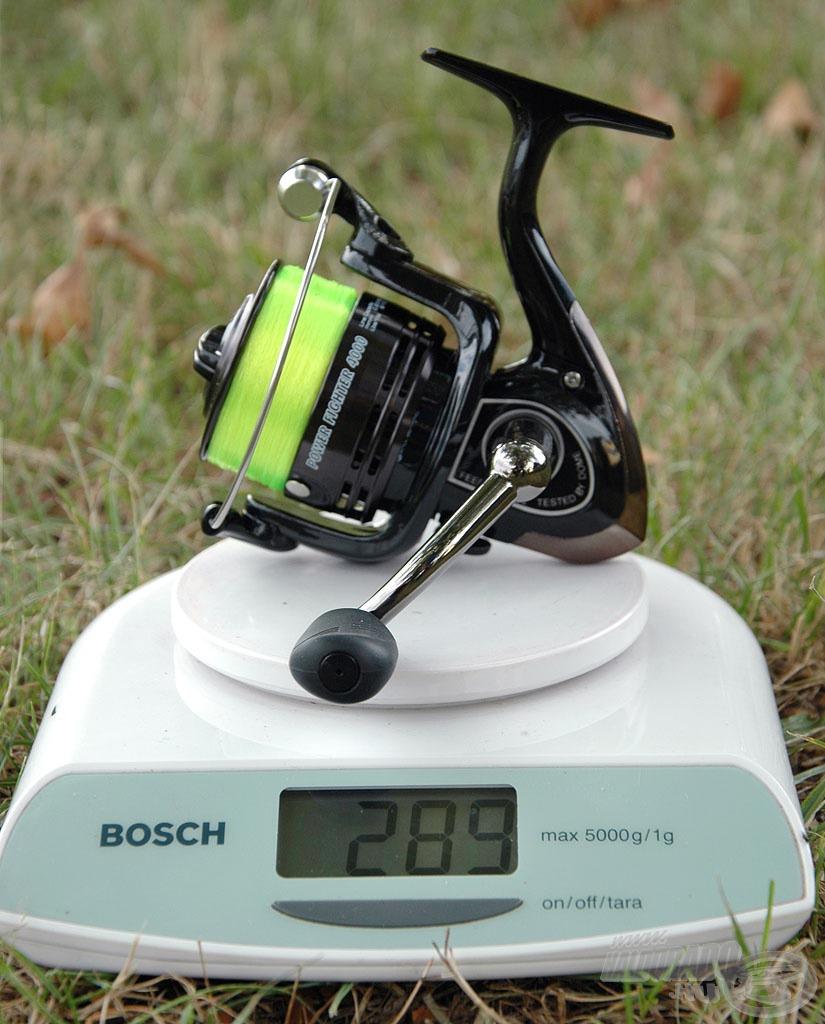 A méretcsökkenés nemcsak az orsók megjelenésében, hanem a súlyában is visszaköszön A 4000-es méret súlya felzsinórozva 289 gramm