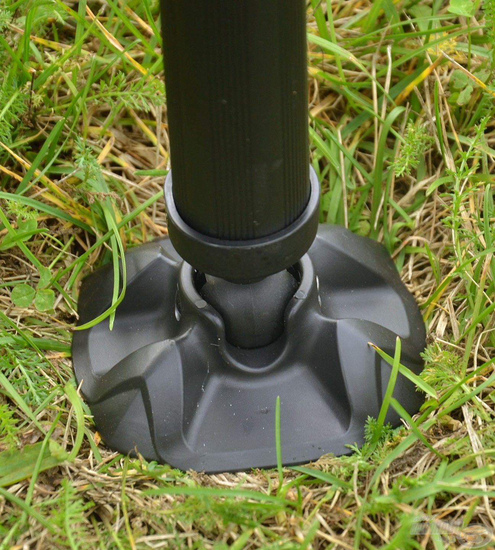 A lábak nagyméretű gömbcsuklós billenő talpakat kaptak, melyek segítségével kiválóan igazodnak az egyenetlen talajhoz