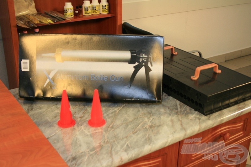 A legkedvezőbb árfekvésű X2-es kinyomó pisztoly, kinyomó fej és tetszőleges méretű bojliroller. Az általam javasolt méret: 18 mm