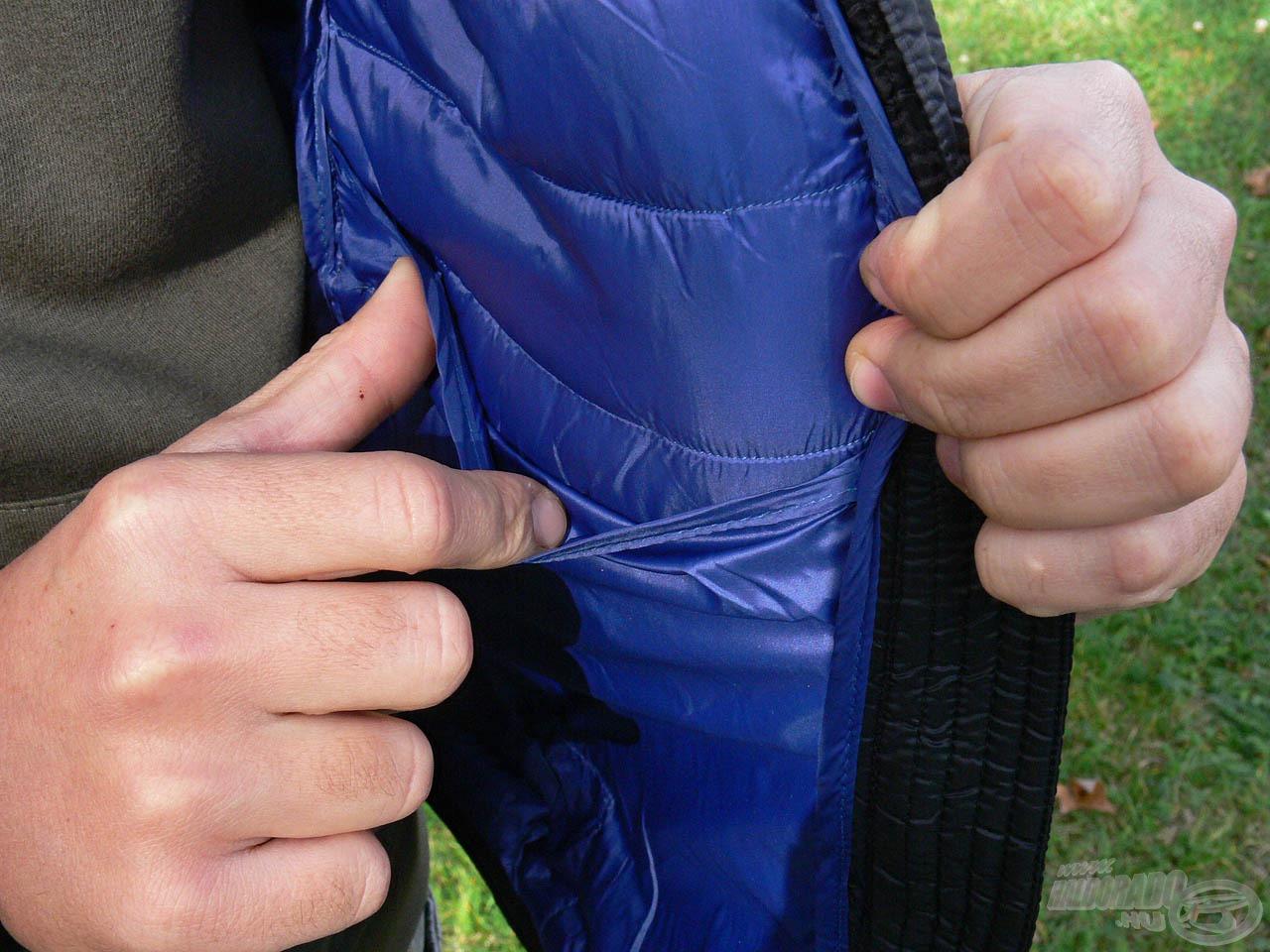 … illetve kettő belső zseb biztosít helyet apró tárgyaink tárolásához