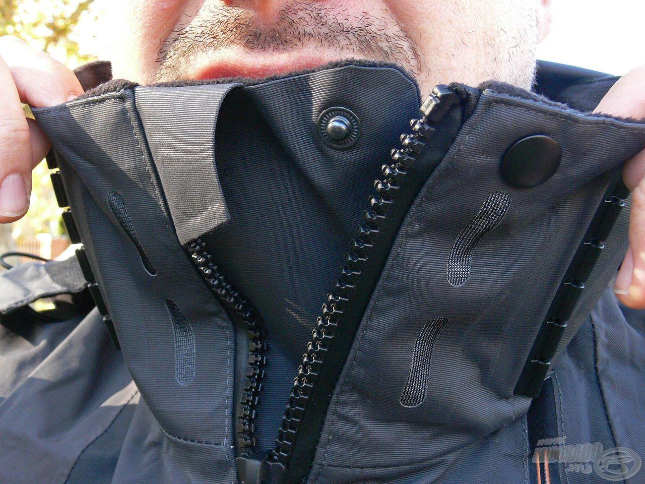 Ez a magas gallérrész minden körülmények között megvédi a nyakunkat a hidegtől és a nedvességtől!