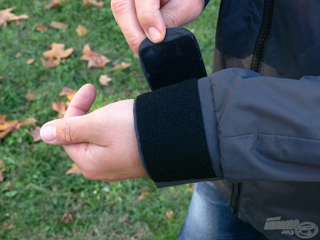 Rendkívül széles, tépőzáras mandzsetta került a csuklókhoz, melyekkel szó szerint kizárható a hideg!