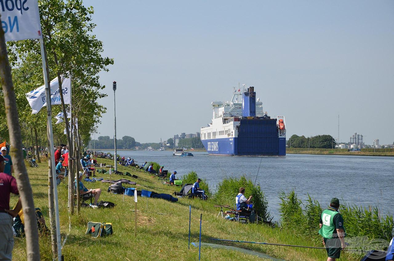 A hajóforgalom a verseny napjain is jelentős volt