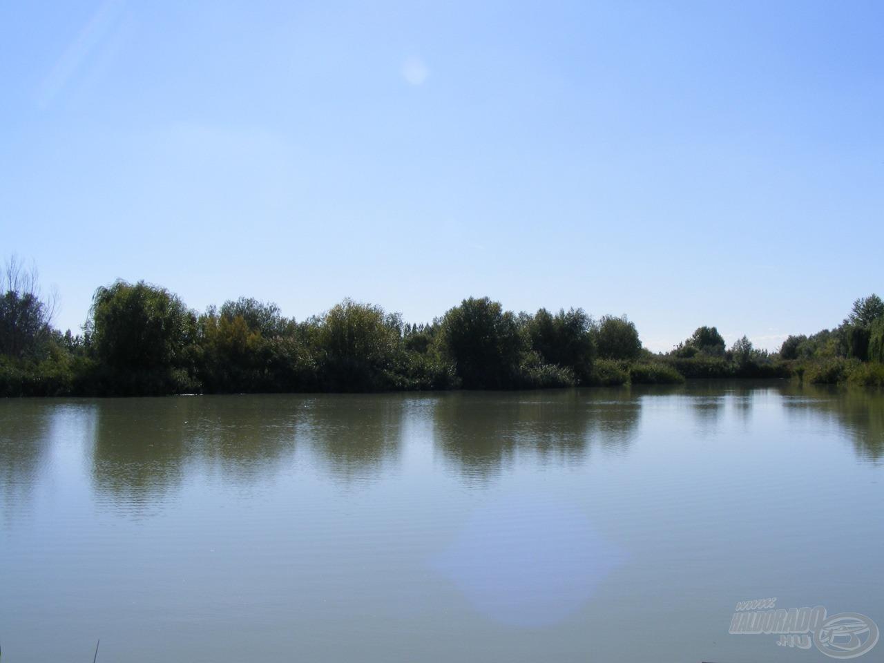 A helyszín a tó hátsó vége