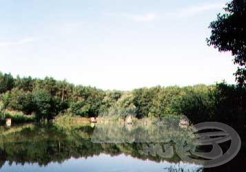 Bár a tó nem rejt túl sok nagytestű pontyot, azért a táj vitathatatlanul csodás