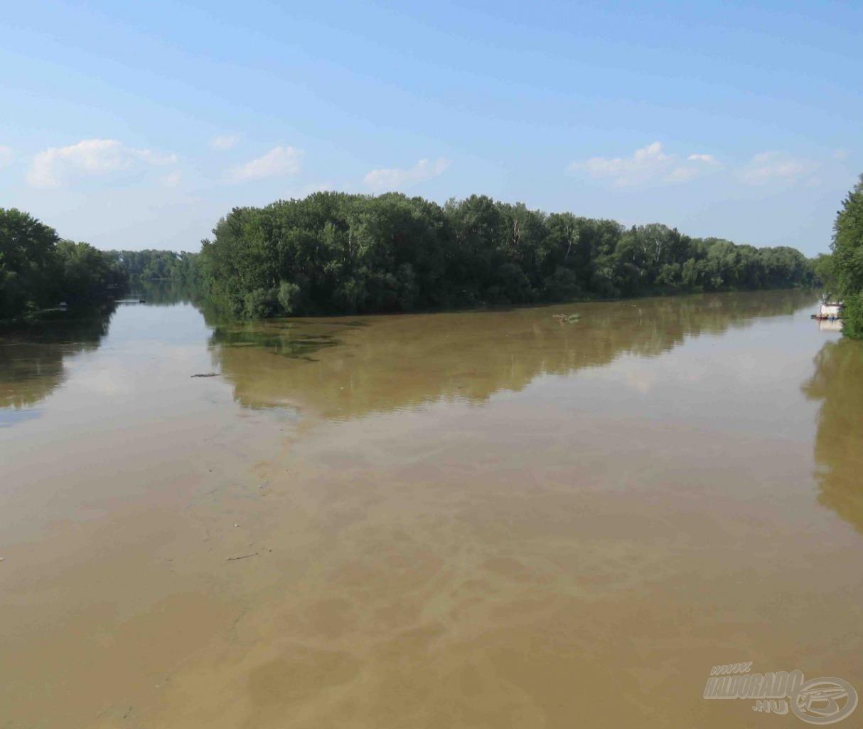 Amikor nagy a Tisza vízhozama, akkor eltolja a Bodrog vízét az összefolyásban