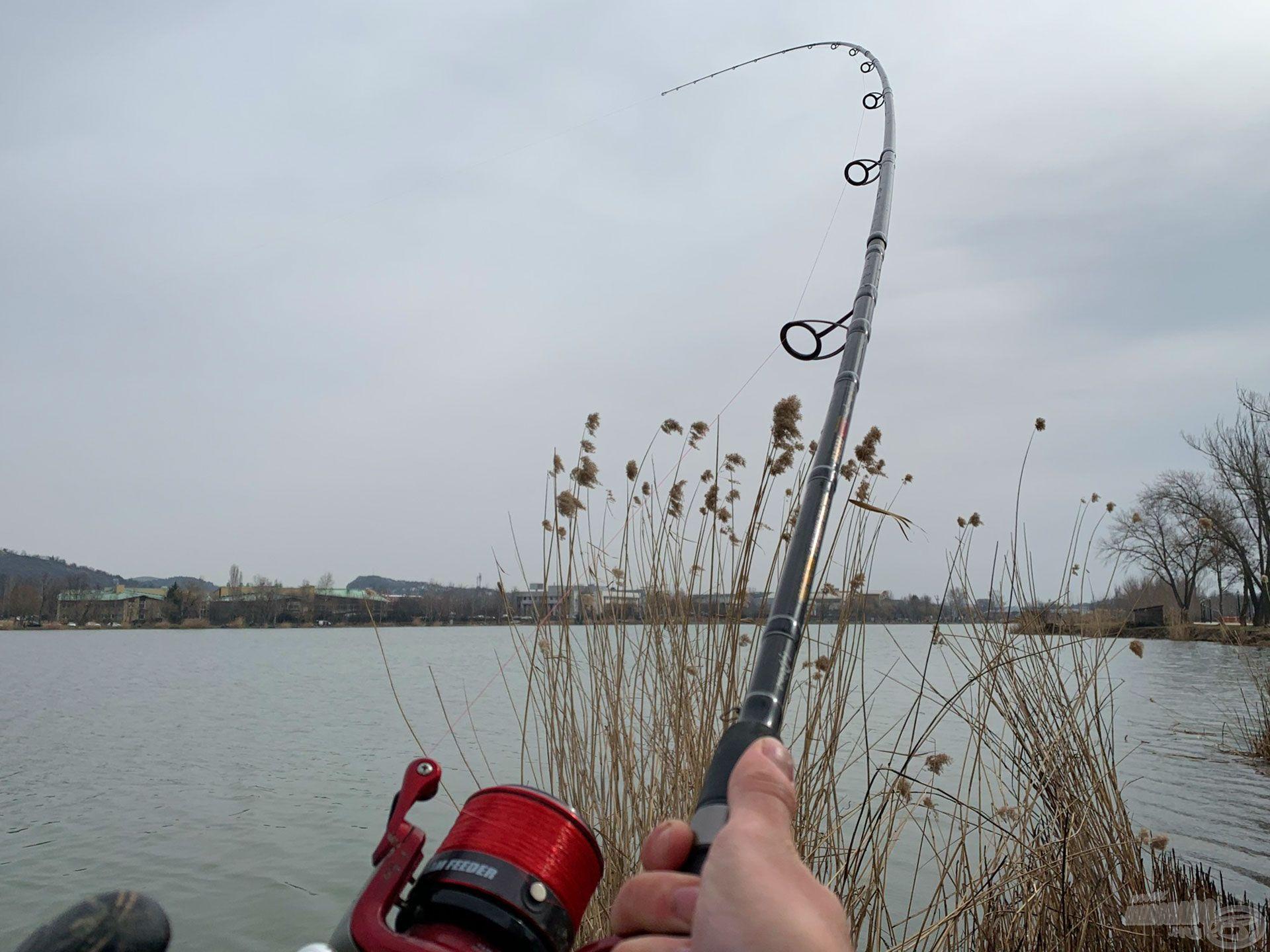 Távdobó bot ide vagy oda, lám, kisebb hal alatt is szépen dolgozik