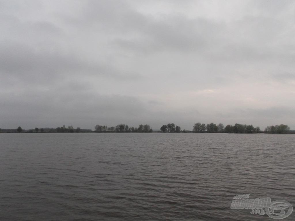Évek óta visszajárok ide, mégis mindig rabul ejt a hatalmas tó látványa