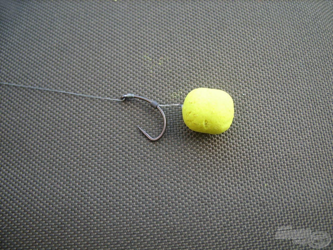 1. csalikombináció: A horgászat első számú favoritja a legtöbb halat eredményező Haldorádó Fluo Oldódó Lebegő Pellet volt Édes Ananász ízesítésben. Ezt a legnagyobb szemméretben, 15 mm-es csalitüskére szúrva használtam