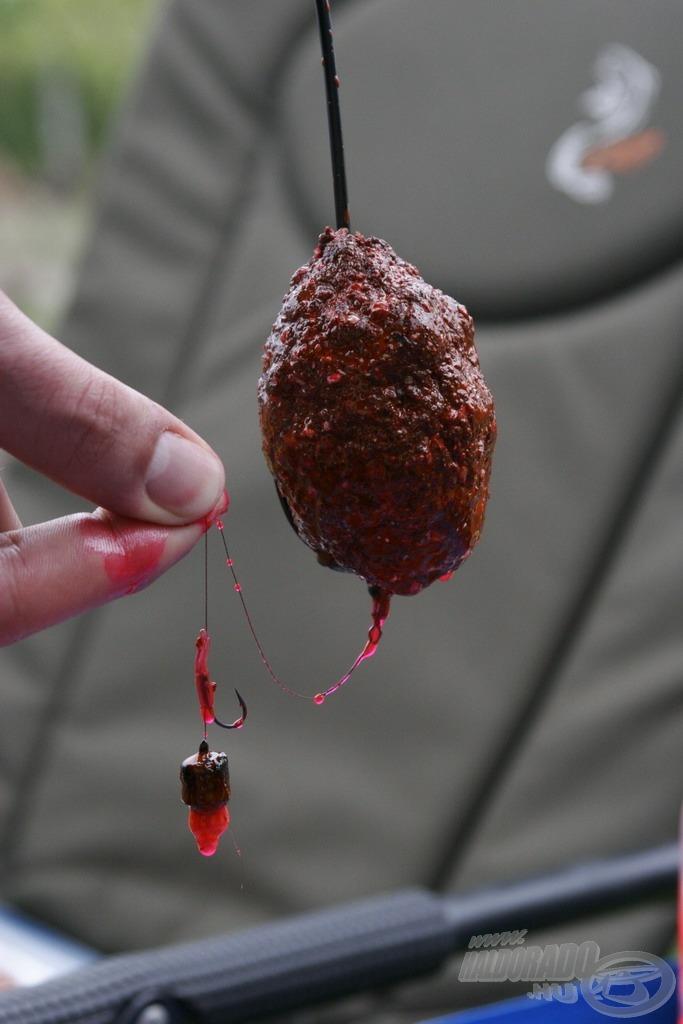 Íme, az elkészült tavaszi protein- és szénhidrát-bomba. A felületre felvitt Fluo Flavor aroma összetett csalogató hatást kölcsönöz végszerelékünknek, hiszen a minőségi beltartalomnak köszönhető íz- és illathatás mellett immár vizuális ingerekkel is stimulálja a halakat