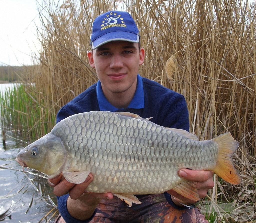 A horgászat utolsó hala is egy töves volt, mely szintén az aznapi átlagméretet képviselte