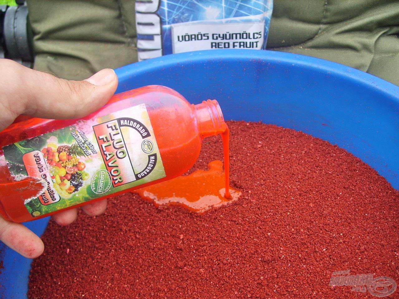 A feltűnő színű, intenzív illatú sűrű folyadék megsokszorozza az etetőanyag hatékonyságát