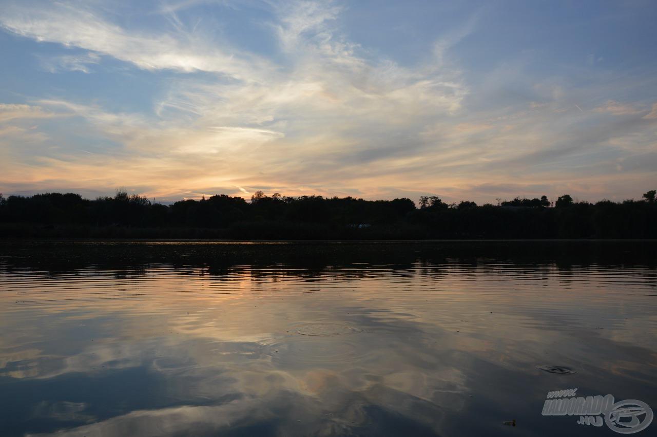 Színpompás fények játékában bővelkedett a naplemente, ami nemcsak szép volt, de a halak is megélénkültek közben