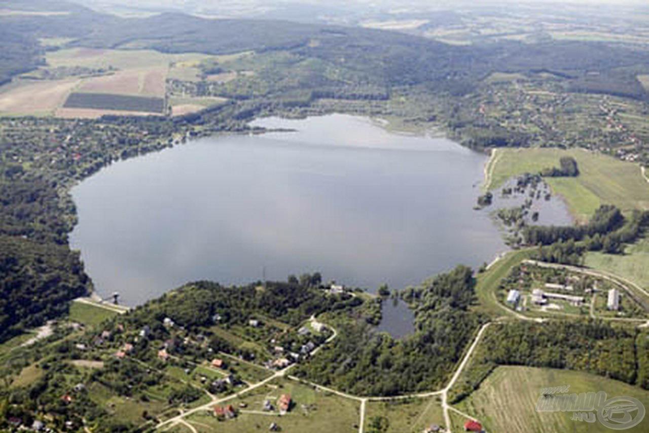 Felülete a feltöltöttségtől függően változik kb. 100-224 hektár között