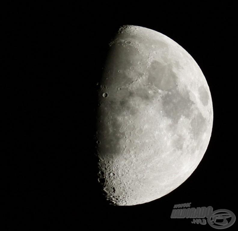 A Holdat fényképezte ugyanezen az estén Csörgits Gábor