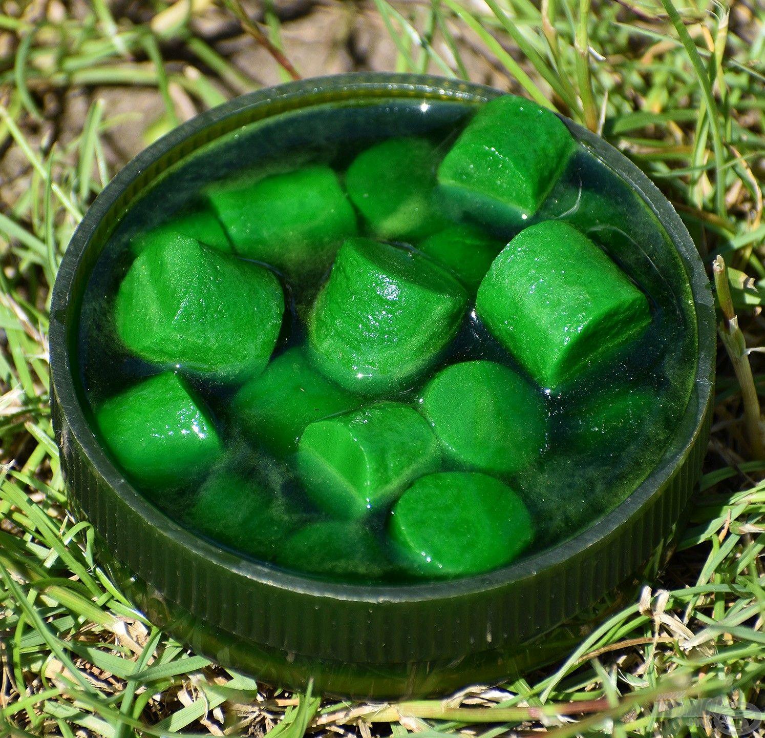FermentX Natural Bait - Tejsavas Nagy Amur zöld színnel és tejsavas, fokhagymás-zöldfűszeres ízzel, illattal