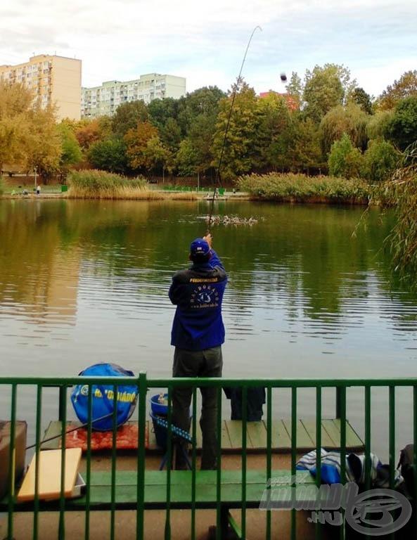 """Helyes kis kerítés """"zárja"""" el a horgászokat a sétálóktól"""