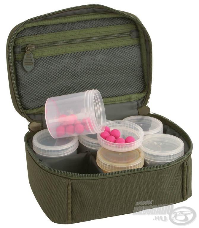 FOX Royale 6 dobozos diptartó táska dobozaiban a dipek mellett bojlik és más csalik is rendezetten tárolhatók