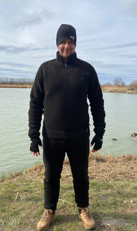 A Thermal3 nadrág és pulóver együttese ideális választás az aláöltözet fölé vagy a vízálló réteg alá a hidegebb időszakban
