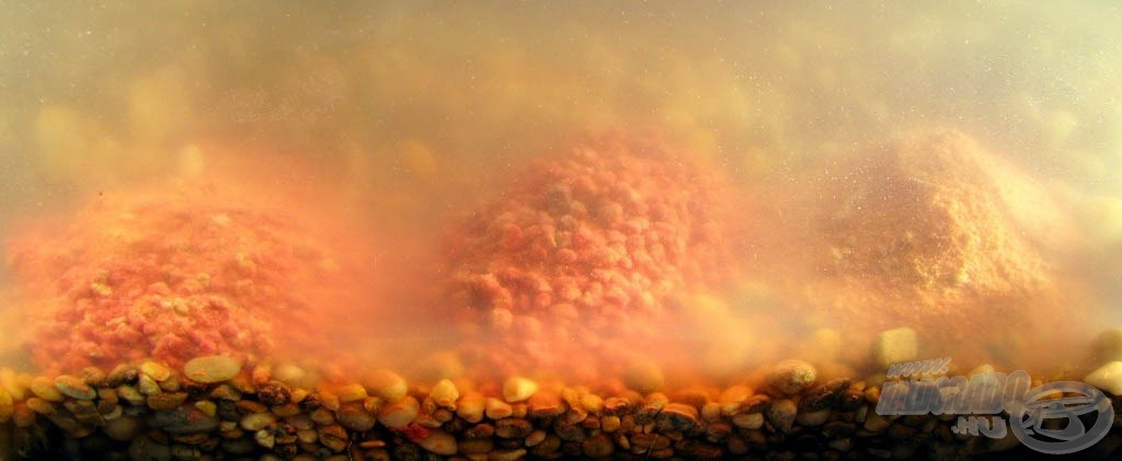 Egymás mellett a három Magyar Betyáros etetőanyag - látható, mekkora felhőt keltettek a fenék közelében