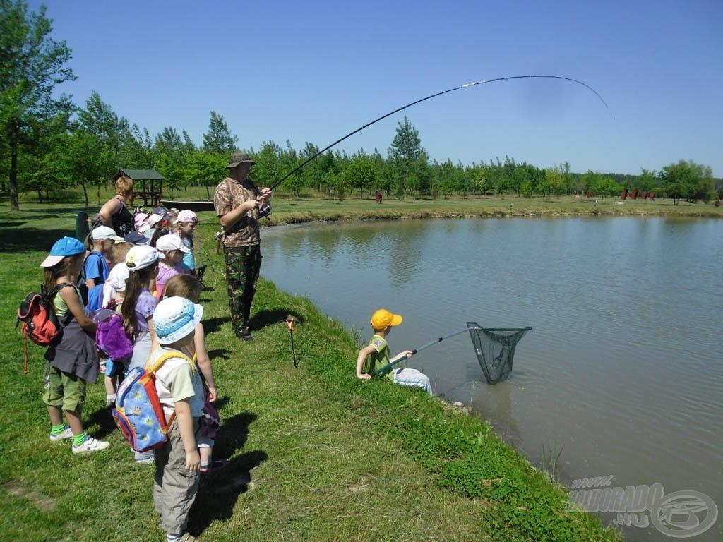 Nagyon fontos a szülői támogatás a horgászatban