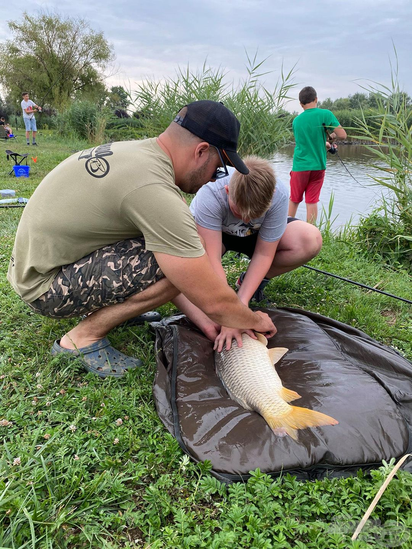 Nem csak azt mutatjuk meg, hogyan fogjátok ki a halakat, megtanulhatjátok a velük való kíméletes bánásmódot is