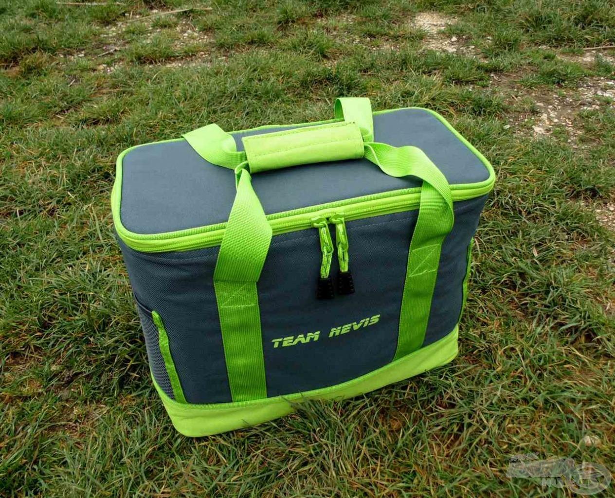 Igényes megjelenésű merevített falú táska