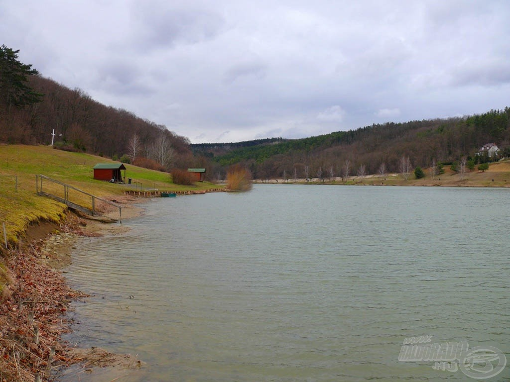 A tó és környezete a kora tavaszi időszak ellenére is lenyűgöző