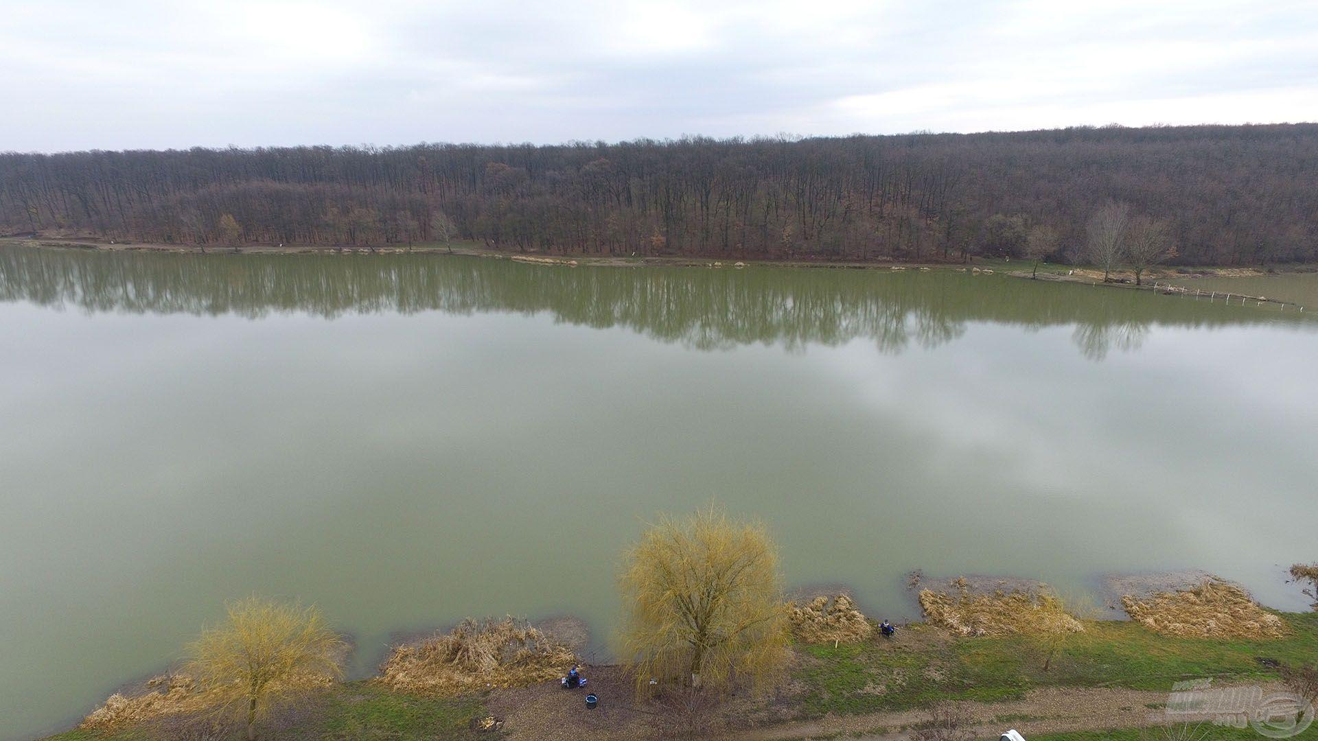 A gyönyörű környezetben fekvő, impozáns méretekkel bíró tó a nagyponty-horgászok egyik kedvelt célállomása