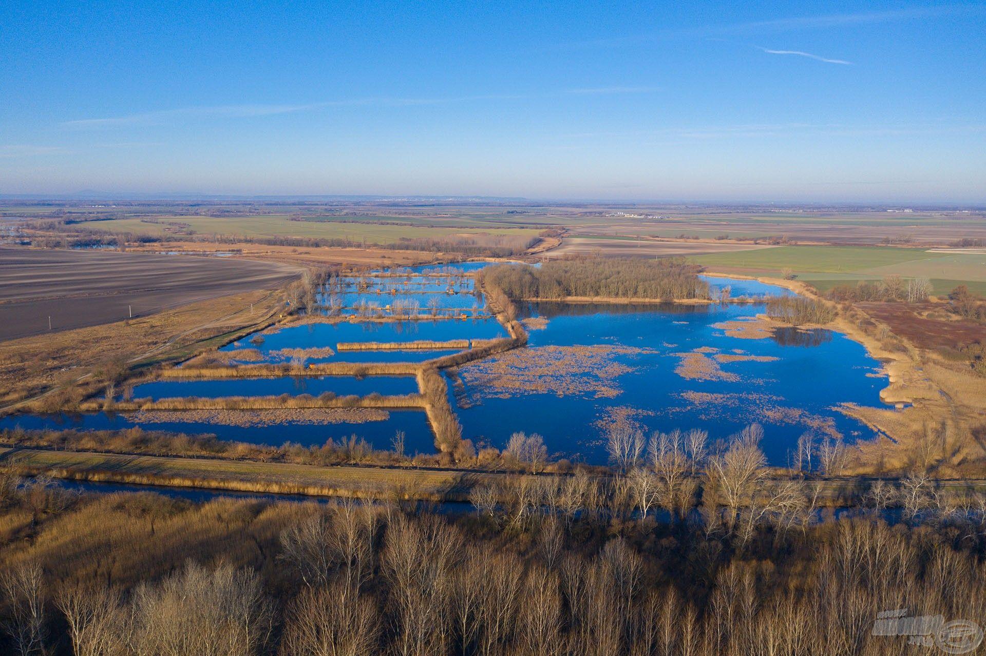 Ameddig a szem ellát, víz, víz és víz… gondolnád, hogy az Alföld e részén ennyi tó van?